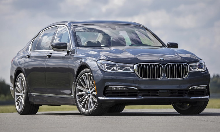 BMW 7 Series rental in dubai