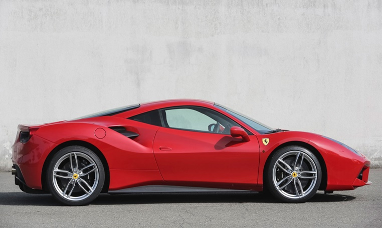 ferrari-488-car-rental-in-dubai