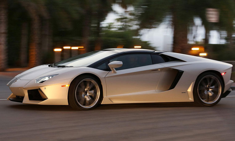 lamborghini roadster car rental in dubai